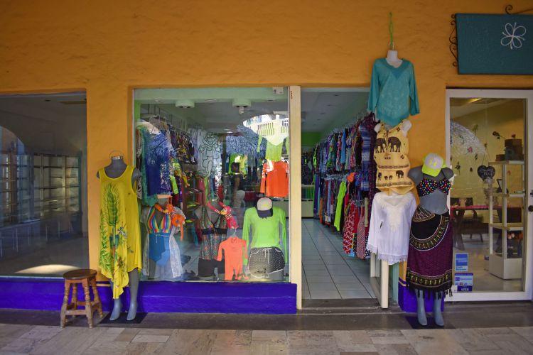 27e1fb984c9 tienda-de-ropa-de-playa-en-ixtapa-zihuatanejo • Centro Comercial Los ...