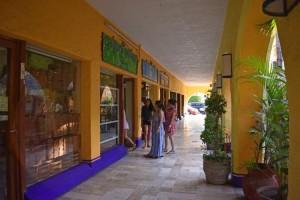 centro-comercial-los-patios-ixtapa-19