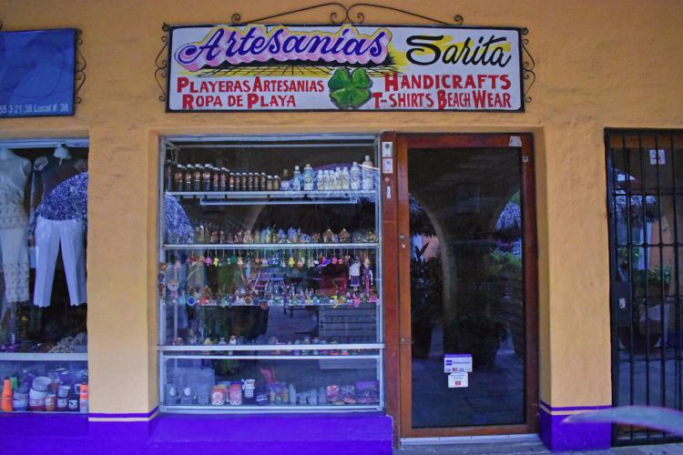 Artesanías Sarita en Ixtapa Zihuatanejo. Venta de Artesanías y Ropa de Playa en Ixtapa Zihuatanejo